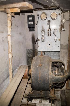 Generatorn och mätartavlan finns fortfarande kvar på sin plats vid Storån.