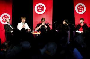 Självkritik. Under estradsamtalet visade socialdemokraterna Jonny Gahnshag, Ingalill Persson, Thomas Boström, Rosa Güclü och Lena Johansson prov på både självkritik och vilja till nytänkande.