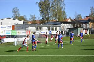 Sandviken vann igen och här har de precis gjort 1–0 genom den nyblivne pappan Jonathan Hellström på en frisparksvariant.
