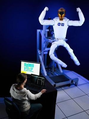 Foto: NASA2030 kan en del av hemtjänstens uppgifter som att diska och hänga tvätt skötas via en fjärrstyrd robot, enligt teknikutvecklare.