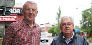 John Ondahl från Edsbyns bandyvänner och Pelle Ringbo från Gamla EIF:are är två av de drivande bakom lotteriet.