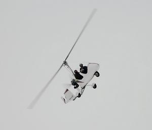 Mikael Vuorijärvi gjorde några provturer i luften innan det blev skarpt läge.