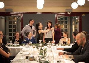 Ett ovälkommet och sanningssägande tal driver handlingen till en början i Anna Odells begåvade och starka debutfilm