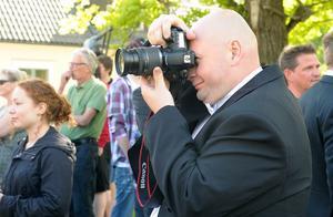 Roger Wallgren dokumenterar. Han startade Hälsingegymnasiet tillsammans med Dennis Östlund och Ninas Blom.