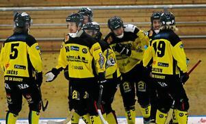 ÖSK Bandy är vidare till final i allsvenskan supercupen efter bland annat tre mål från nya finländaren Tero Määttälä.