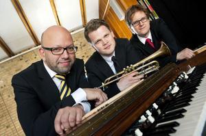 Trinity har en udda sättning med trummor, trumpet och orgel.
