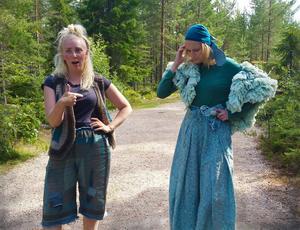 I Trolska skogen står Stor-Putte och fen Gullfina försöker att klura ut svaret på jätten Hjärtegulls fråga.