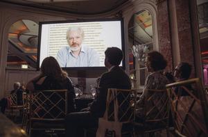 Julian Assange har medverkat på talarforum tidigare via videolänk, här på den årliga PEN-festivalen i USA.