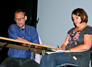 Patric Almgren och Katarina Olsson från Scenkraft spelade upp scener som publiken fick reagera på.