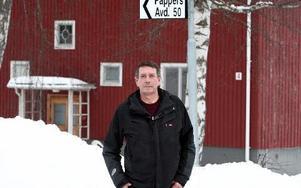 Sonny Waern, klubbordförande i Kvarnsvedens pappersbruk, har inte fått mer information om framtiden än den som gav 6 februari. – Bristen på information från företagsledningens sida oroar alla, säger han. Företagsledningen har inte sagt något om hur de tänkt sig att arbetet ska organiseras när PM 11 stänger. Foto: Johnny Fredborg X