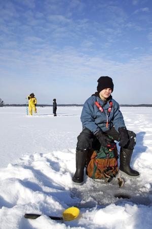 Första nappet. Tolvåriga Karl Rosengren hade god fiskelycka och var den som först fick napp igår.
