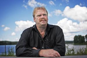 Riksdagsledamoten Roland Bäckman (S) har fått nya arbetsuppgifter.