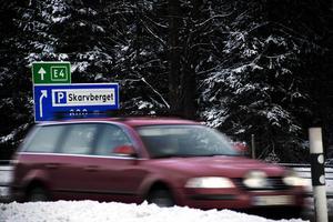 Arbetarbladets arkiv vittnar om märkliga händelser på Skarvberget. Tre gånger bilar börjat brinna under färden, precis där.