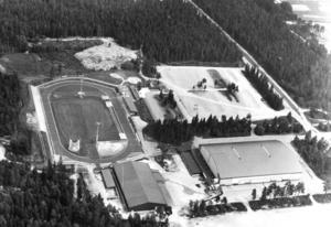 Området från ovan 1987. B-hallen, Gavlerinken och Gavlestadion.