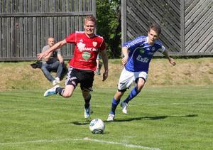 Emil Rosell orsakade en straff för Stugsund då han drog ner Adam Jonsson. Stugsund missade den straffen men vann ändå med 3–0 mot Färila.
