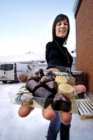 Nu blir det en choklad- och matmässa i Nora på lördag och söndag med många medverkande. Däribland Norabon Maria Andersson som visar praliner som hon bakat hemma i köket.
