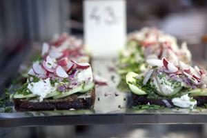 I Köpenhamn finns smörrebröd för alla smaker.    Foto: Christian Alsing