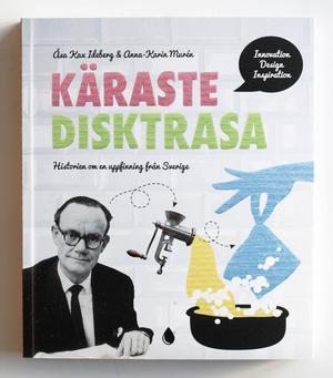 Författarna kallar sin dokumentation en köksbordsbok till skillnad från kaffebordsbok, den har förstås disktrasans mått.