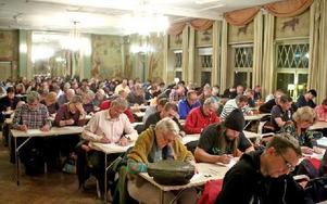 I en stor sal på Grand hotell fick vi samlas och skriva testet på 40 frågor. Ungefär en tredjedel gick vidare till intervju-delen. Foto: Johnny Fredborg