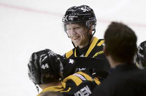 9. Tim Heed, 24 år (ny) ishockey. Trot eller ej, men den offensive Skellefteåbacken gör faktiskt debut på Heta listan. Han gör det efter en säsong då han fått göra debut i Tre Kronor och fick Salming Trophy – utmärkelsen som går till årets back i SHL.
