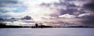 Pastellfärgat motljus en blåsig dag på Svartsjöarna.