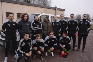 Vecka in och vecka ut pendlar tolv spelare i Strömsberg till träningar och matcher mellan Gävle och Strömsberg och det gör de i två minibussar.