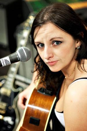 Förra året uppträdde Erika Andersson med sitt band Blueskollektivet och hjälpte till med bokningar och annat. I år är hon projektledare.