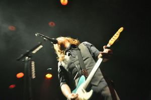 Lars Winnerbäck hängde på sig elgitarren betydligt oftare än vad han brukar.