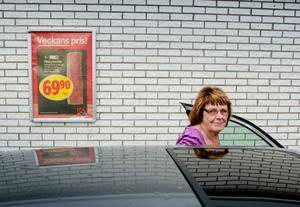 Ann-Britt Wikström handlar all mat i Stråtjära, precis som hon alltid gjort.