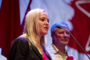 """Slutar. Ida Gabrielsson från Sandviken avgår som ordförande för Ung Vänster efter sex år. """"Du började som ordförande nästan samtidigt med när jag började som partiledare"""" konstaterade Lars Ohly."""