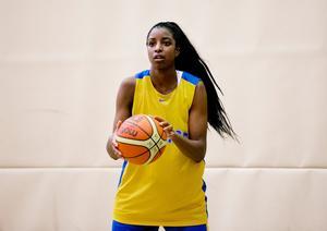 Binta Drammeh var Sveriges bästa poängplockare mot Storbritannien