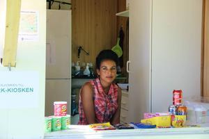 Zebib Mehari från Eritrea arbetar i kiosken i Stadsparken.