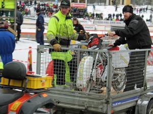 Och efter Jonas Andersson kom hans cykel på släp. Skadad också den. Efter en del reparationsarbeten kom också cykeln tillbaka med bravur.
