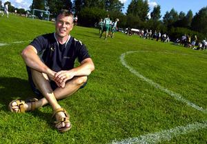 Väntade in i det sista. Janne Bergman och hans kollegor väntade på att det algeriska handbollslaget skulle dyka upp, men de kom aldrig. Nu är det bara två flicklag kvar i turneringen, båda från Borlänge handbollsklubb. Foto:Micke Gustafsson