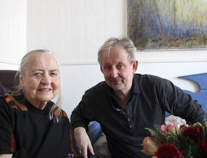 Karin Björklund tillsammans med sonen Matts på besök från Umeå.