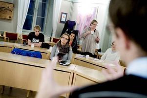 """LÄR SIG BLI POLITIKER. """"Det behöver inte vara så konstlat"""", säger Titti Björk, en av deltagarna i Moderaternas politikerskola i Gävle. """"Man ska vara sig själv och tala från hjärtat och hjärnan""""."""