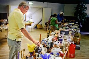 Hans Johansson är ute på en loppisrunda och han hoppas hitta lite bra billiga verktyg.