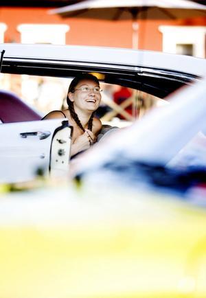 Camilla Redenius körde en lånad Lincoln – 56 från Bollnäs, automat och 300 hästkrafter. – Den går snabbare än en Volvo och går... ganska fort. Eller säg så här, jag är inte orolig när jag kör om, konstaterade hon.