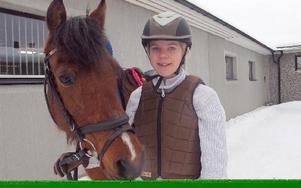 Amanda Mathisen red felfritt och fick även bästa tiden. För detta fick hon ta emot Petras minnespris. FOTO: ROLAND ENGVALL