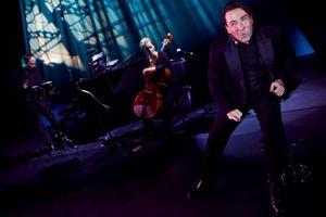 Stephen Brandt-Hansen i Sound of Musicals,  I bakgrunden Lisa Reuter. Foto: Martin Skoog