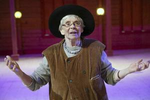 Cecilia Bruce spelar rallare i Messmörsteaterns