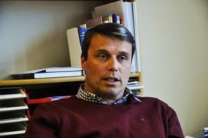 Ali Qadiri vill att Östersundshems vd Daniel Kundberg tar ett beslut och betalar tillbaka en del av hyran.