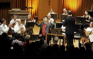 Hjärtknipande. Freddy Amigo sjöng Granada och Nessun Dorma på ett sätt som fick publiken att jubla vid lunchkonserten i konserthuset där Västerås sinfonietta bjöd på smakprov ur höstsäsongens utbud.
