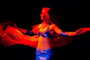 Orientalisk dans framförd av Katarina Shirshova var en av  de fem akter som publiken bjöds på under Open Jams första deltävling.  Foto: Henrik Flygare