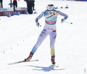 En förkyld Stina Nilsson kunde inte starta i säsongens sista sprint, men blev ändå totaltrea i sprintvärldscupen.