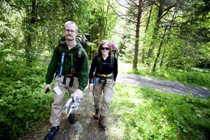 Kristian och Monika Wiklund från Norrtälje gjorde sin första vandring längs Gästrikeleden. De är inga vana vandrare, har mest gått på asfalt tidigare och tyckte att det var lite strapatsfyllt med stockar, sten och träsk. Och så myggen förstås.