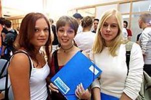 Foto:NICK BLACKMON Pionjärer. Sofia Hansson, Emilie Karlberg och Annelie Bäckström är tre av 15 flickor som antagits till Göranssonska skolan, Sandvikens första friskola på gymnasienivå. Totalt har 52 elever antagits.