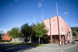 Svenska skidförbundet vill sälja sin fastighet på Lugnet. I första hand till Falu kommun, som planerar för en ny administrationsbyggnad till skid-VM 2015.