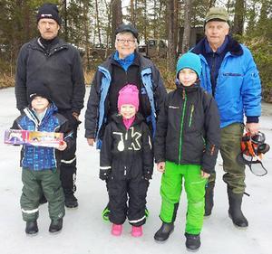 Vuxenklass från vänster: Hans Borgström, vinnaren Harriet Englund och Klas Lundqvist. Barnklassen från vänster: Kasper Lohela, vinnaren Alva Sjölander och Patrik Ellingsson.