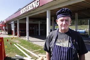 Jan-Ivar Engström säger att han fått beröm för sin goda mat och att många som jobbar i Strömsund därför har ätit lunch på hans restaurang på campingen i sommar.